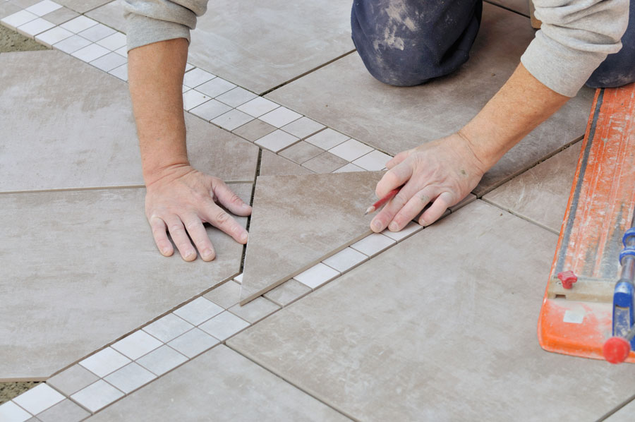 landscaper creating patio with a decorative stone trim